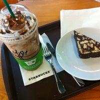 8/20/2013 tarihinde Yigit C.ziyaretçi tarafından Starbucks'de çekilen fotoğraf