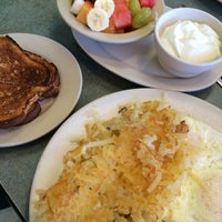 Photo taken at Golden Bear Restaurant by TheMissNguyen on 9/12/2014