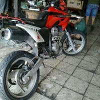 Photo taken at watanabe motos by Rogério A. on 5/4/2013
