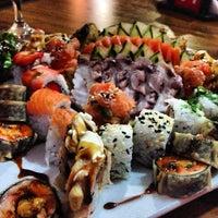 Foto tirada no(a) Sensei Lounge Sushi por Nelinho P. em 6/30/2013