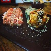 Foto tirada no(a) Sensei Lounge Sushi por Nelinho P. em 5/25/2013