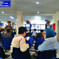 Photo taken at Samsat Jakarta Timur by Holmes S. on 4/16/2013