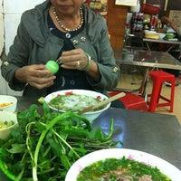 Photo taken at Phở Bà Đô by Quynh Chi V. on 12/12/2012
