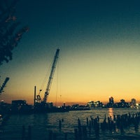 Foto tirada no(a) Hudson River Running Path por ella g. em 10/1/2013
