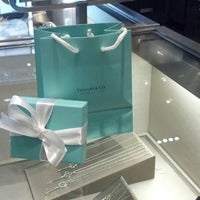 Photo prise au Tiffany & Co. par Irazmi P. le4/6/2013