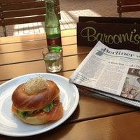 Photo prise au Barcomi's Deli par Brigitte H. le6/18/2013