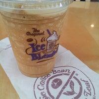 Photo taken at The Coffee Bean & Tea Leaf by Charlene on 9/28/2013