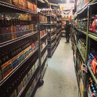 Photo prise au New Beer Distributors par Talia F. le1/16/2015