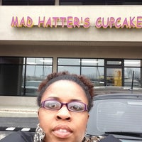 Photo taken at Mad Hatters Cupcakes by Chaiya Z. on 3/16/2013