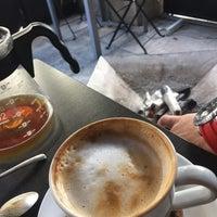 12/11/2017 tarihinde Esra A.ziyaretçi tarafından Lungo Espresso Bar'de çekilen fotoğraf