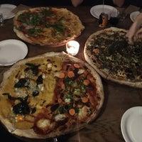 Photo prise au Homeslice Pizza par Aurelija I. le11/14/2017