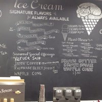 Photo taken at Fat Cat Creamery by Roberto C. on 5/11/2014