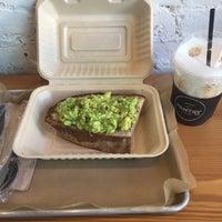 Foto tirada no(a) Pantry Market Eatery por Alexa I. em 8/13/2017