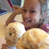 Photo taken at Baskin-Robbins by Jonathan-Carrie A. on 3/5/2013