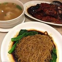 Photo taken at 鸭王 Restaurant Duck Wang by Bit-Bit W. on 5/26/2016