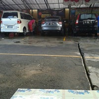 Photo taken at Suranta Jaya Car Wash by ariadi on 1/10/2015