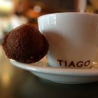 Das Foto wurde bei Tiago Espresso Bar + Kitchen von Ken S. am 5/19/2013 aufgenommen