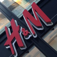 Photo taken at H&M by Aّmoُon on 5/27/2013