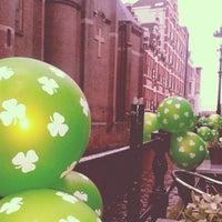 Das Foto wurde bei Molly Malone's Irish Pub von María C. am 3/17/2013 aufgenommen