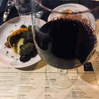 Foto tomada en ROOT restaurant + wine bar por Daina I. el 4/14/2018