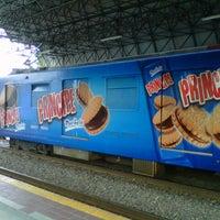 Photo taken at L1 Tren Ligero Estación Dermatológico by Osiris A. on 11/12/2012