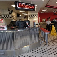 Photo taken at Steak 'n Shake by Carter P. on 9/23/2012