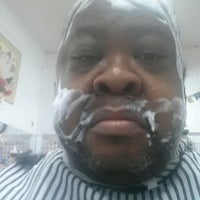 12/23/2014에 Phil J.님이 Whitlow's Barber Lounge에서 찍은 사진