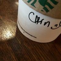 Foto tirada no(a) Starbucks Coffee por Chin B. em 7/18/2016