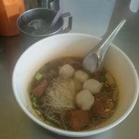 Photo taken at Yak Yai Noodle Soup by Pop P. on 9/3/2016