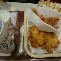Photo taken at ケンタッキーフライドチキン 青物横丁店 by 池本 昌. on 3/2/2016