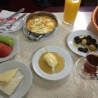 3/16/2013 tarihinde Gazi K.ziyaretçi tarafından Çakmak Kahvaltı Salonu'de çekilen fotoğraf