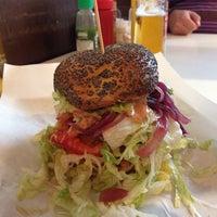 Foto scattata a Al Mercato Ristorante & Burger Bar da Barbara il 11/9/2013