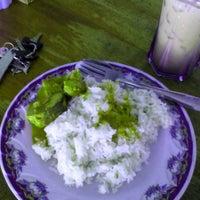 Photo taken at Nasi lemak maklong by Chumie C. on 6/9/2014