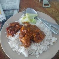 Photo taken at Nasi lemak maklong by Chumie C. on 4/9/2014