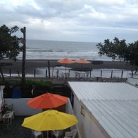 Photo taken at Rising Sun Surf Inn by Teo E. on 5/11/2013
