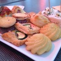 Foto scattata a 21 - Lunch Music Bar da Momo G. il 4/21/2014