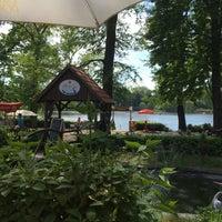 5/28/2017 tarihinde Connie H.ziyaretçi tarafından Café am See'de çekilen fotoğraf