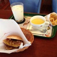 Photo taken at MOS Burger by hidechiri on 10/21/2012