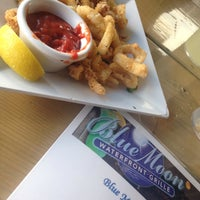 Photo taken at Blue Moon Riverfront Grille by Lesley E. on 5/24/2015