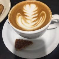รูปภาพถ่ายที่ Caffé Medici โดย Patty H. เมื่อ 4/21/2018
