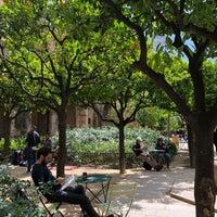 Das Foto wurde bei Jardins de Rubió i Lluch von 純苔 小. am 4/30/2018 aufgenommen