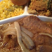 Das Foto wurde bei MacArthur's Restaurant von Pam4Real am 1/13/2013 aufgenommen