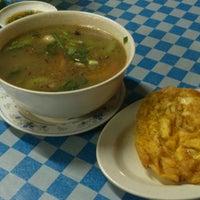 Photo taken at Saujana Tomyam Seafood by yoesry K. on 2/23/2014
