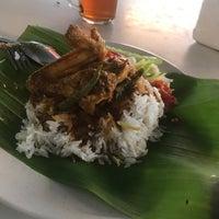 Foto scattata a Kedai Kak La Nasi Berlauk Sohor da AhmadAkmal il 7/8/2018