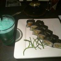 Foto tomada en Sushi Roll por Jonathan C. el 3/19/2013