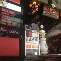 Das Foto wurde bei Posers International Pub & Restaurant von Rakesh R. am 12/25/2012 aufgenommen