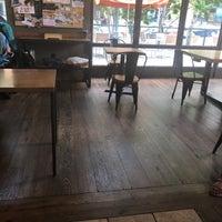 รูปภาพถ่ายที่ Peet's Coffee & Tea โดย E E. เมื่อ 6/2/2018