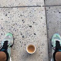 รูปภาพถ่ายที่ Peet's Coffee & Tea โดย E E. เมื่อ 7/20/2018
