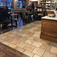รูปภาพถ่ายที่ Peet's Coffee & Tea โดย E E. เมื่อ 3/24/2018