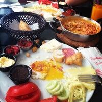 10/4/2012 tarihinde Melis V.ziyaretçi tarafından Pişi Breakfast & Burger'de çekilen fotoğraf